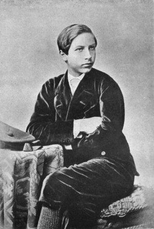 Siendo-adolescente-el-futuro-kaiser-Gillermo-II-sintio-una-arrebatadora-pasion-hacia-su-madre-Wikimedia-commons