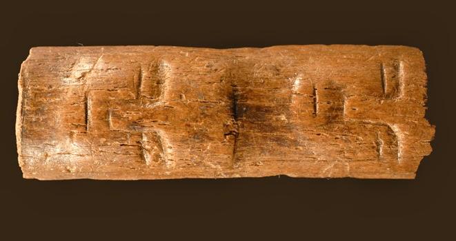 Una talla con rostros humanos muestra la evolución del mundo simbólico entre el Paleolítico y el Neolítico