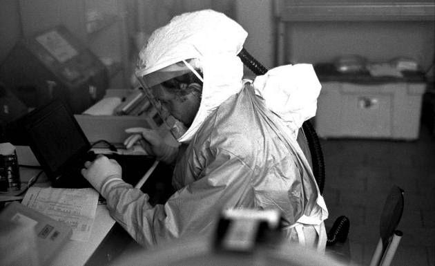 el-ebola-como-un-arma-biologica4