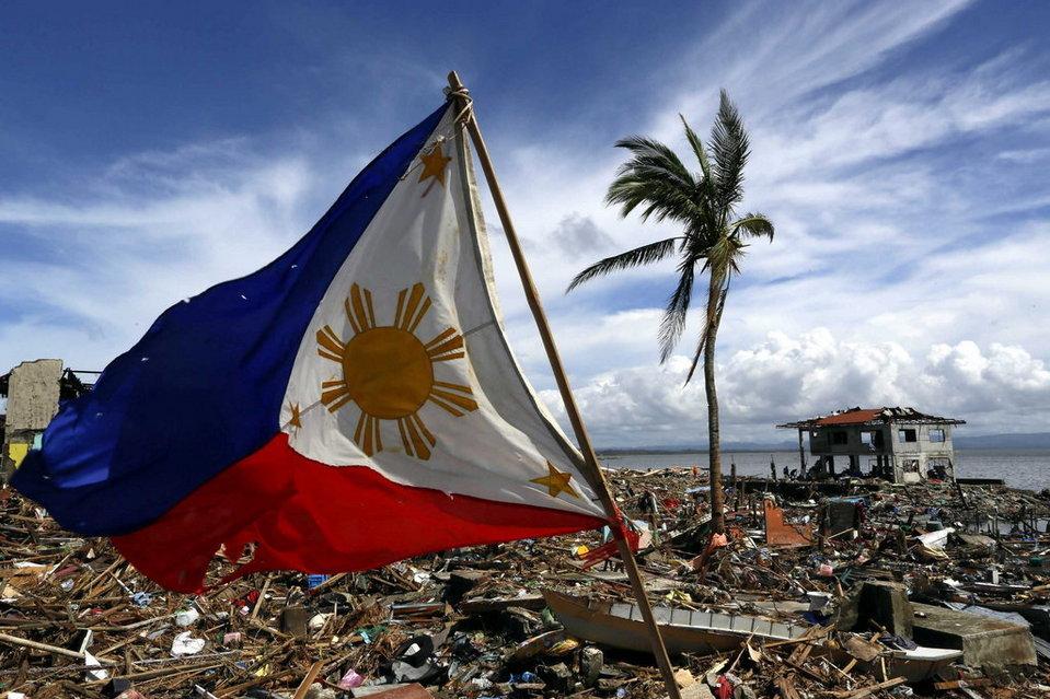 Una-bandera-filipina-ondea-sob_54393410754_54028874188_960_639