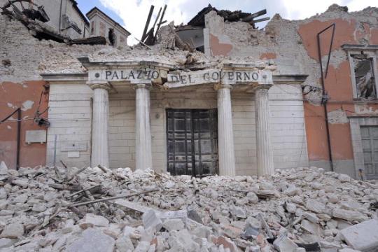 terremoto_l-aquila_2009_palazzo_governo